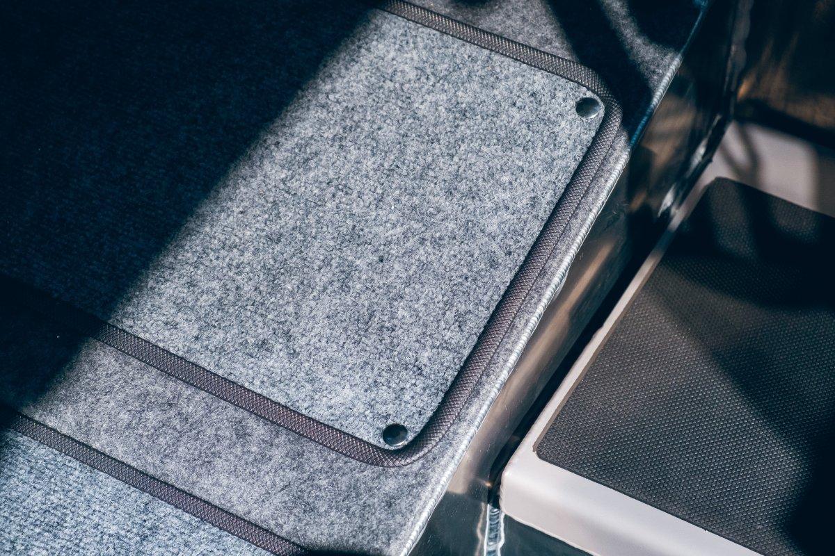 Съёмные коврики внутри кабины для А6